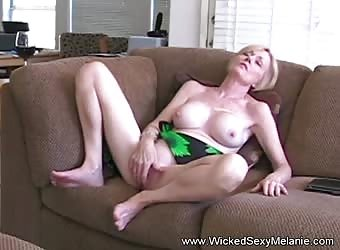 Amateur Granny Knows How To Fuck Sweet